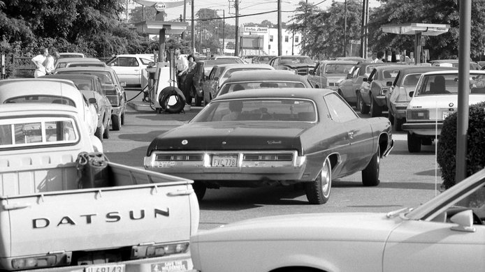 Line at gas station during 1979 Oil Crisis