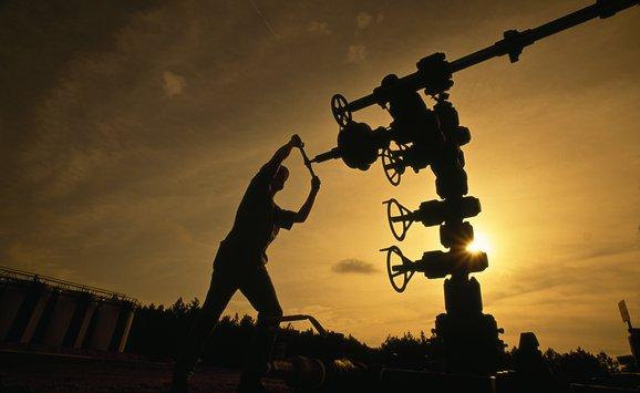Oil worker.jpg