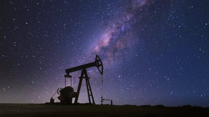GettyImages-1221490504 Milky way oil well