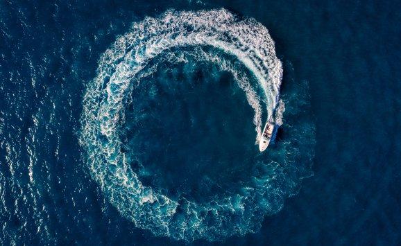circle boat sea
