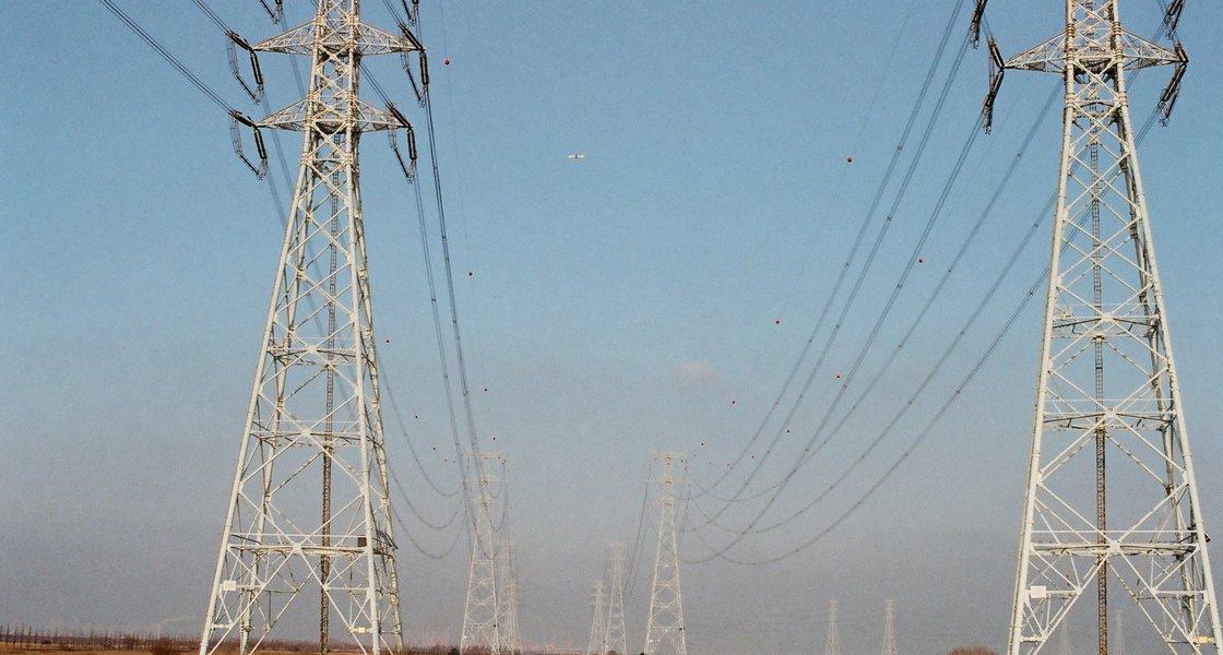 Power lines photo - Ricardo Gomez Angel / Unsplash